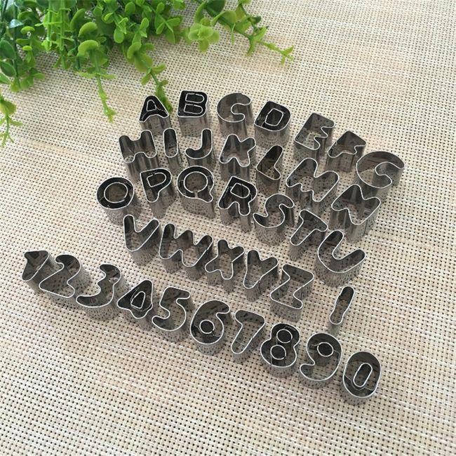 Komplet izrezalnikov - abeceda in številke 1