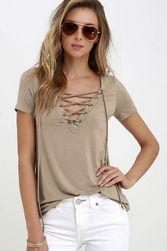 Дамска тениска с деколте и връвки