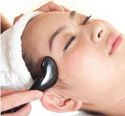 Piatră naturală pentru masaj facial