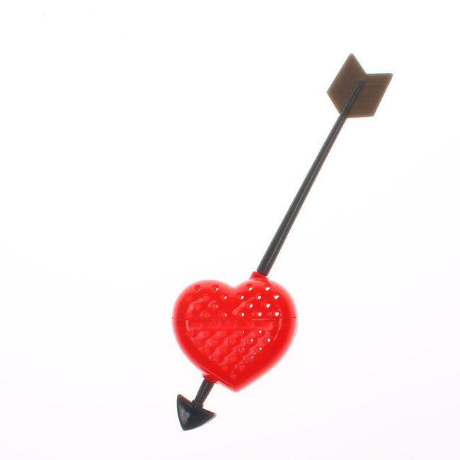 Čajové sítko v podobě prostřeleného srdce šípem 1