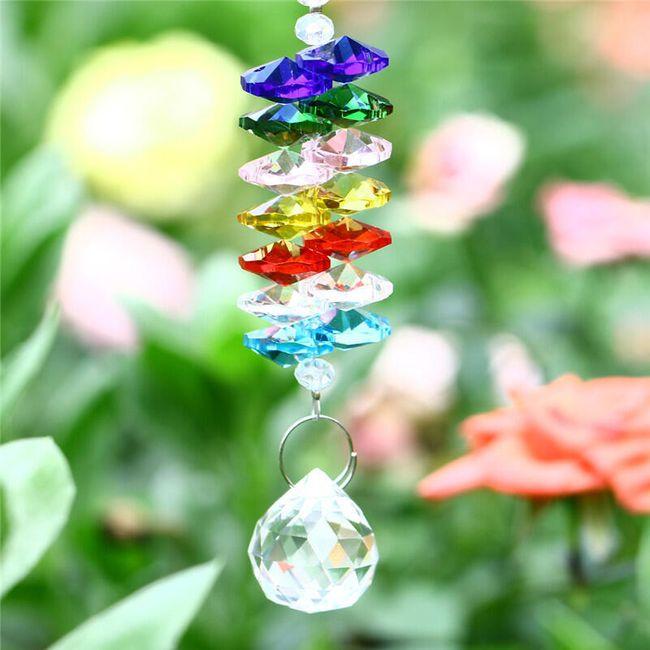 Skleněný závěs s krystaly symbolizujícími čakry 1