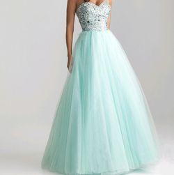 Dugačka haljina bez naramenica boje nane
