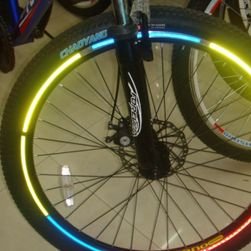Odblaskowe samoprzylepne paski na koła roweru