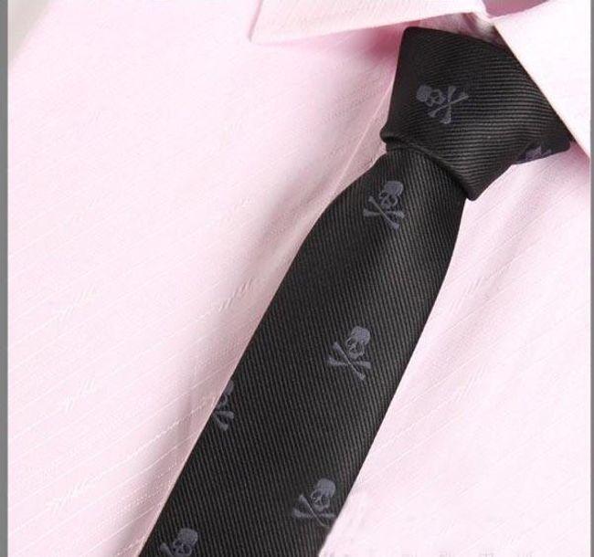 Férfi nyakkendő koponyákkal