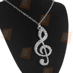 Wielki klucz wiolinowyozdobiony kamyczkami na srebrnym łańcuszku