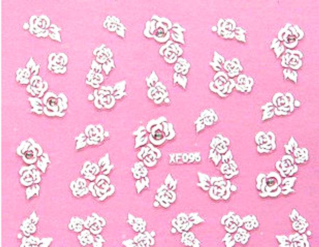 Białe kwiatki na paznokcie 1