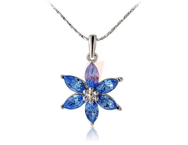 Náhrdelník s modrou kytičkou - stříbrná barva 1