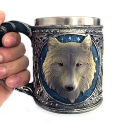 Kubek z głową białego wilka