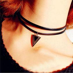 Łańcuszek z zawieszką trójkąta