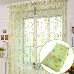 Záclona v jemných barvách