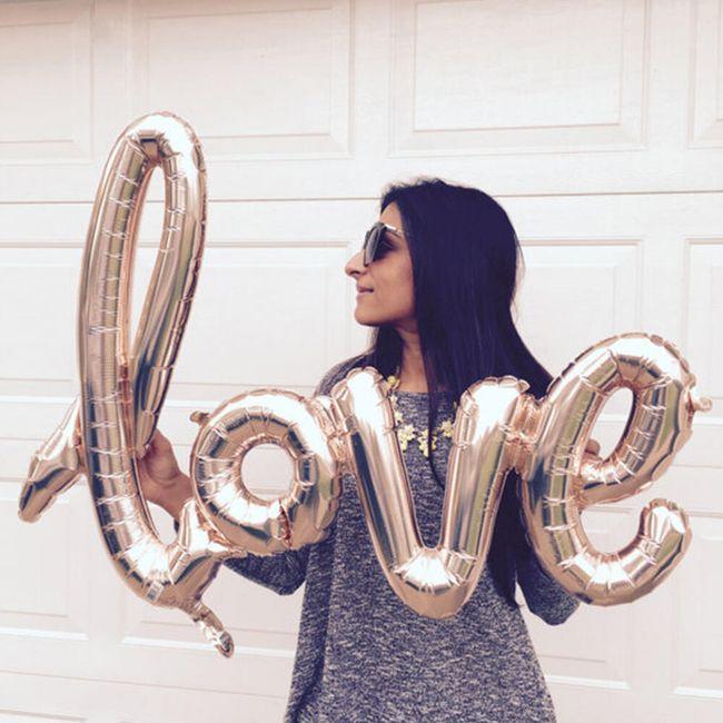 Balónek ve tvaru nápisu LOVE 1