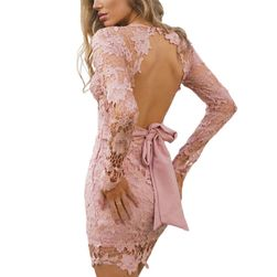 Krajkové šaty s odhalenými zády
