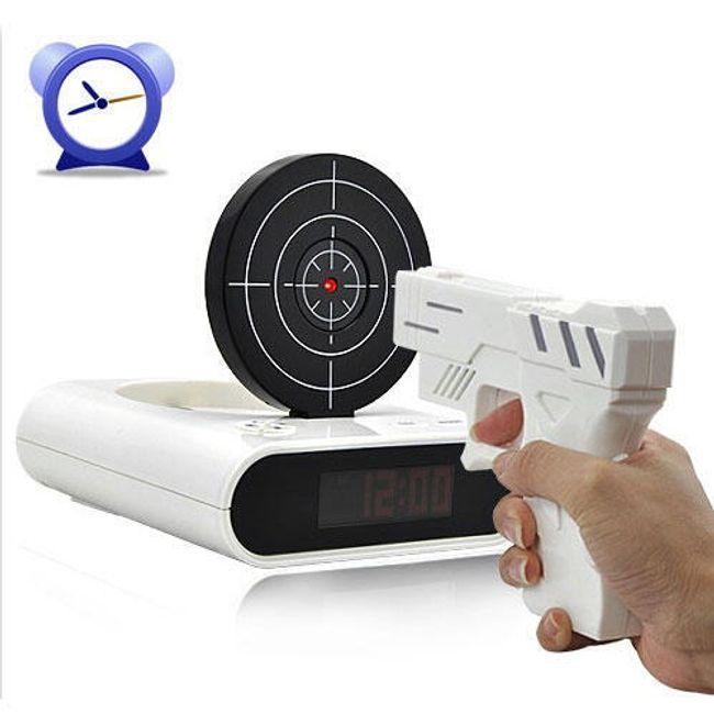 Unikátní budík s terčem a laserovou pistolí 1