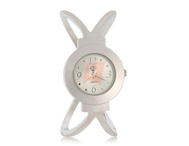 Dámské hodinky s kulatým ciferníkem stříbrné barvy 1
