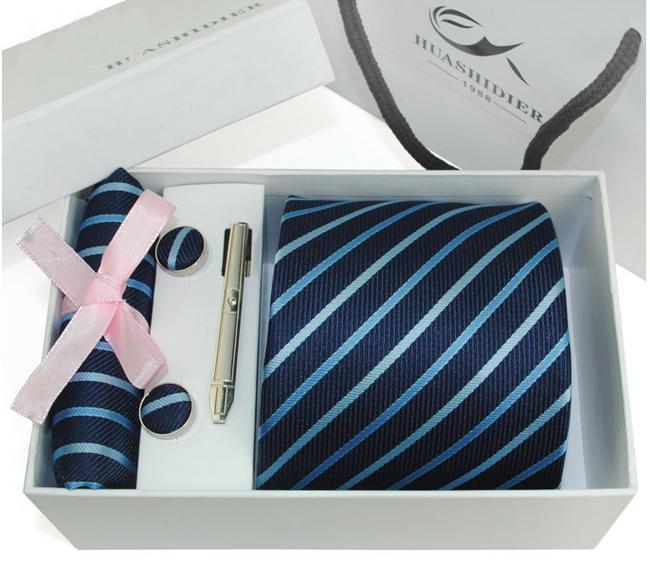 Set kravaty, kapesníčku a manžetových knoflíčků 1