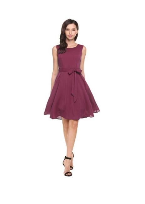 Stislka haljina s mašnicom na struku 1