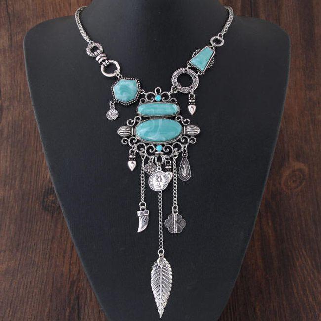 Masivní náhrdelník se zajímavými ornamenty 1