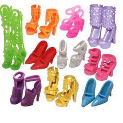 Barbie baba cipője