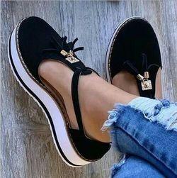 Damskie sandały na koturnie Olennia