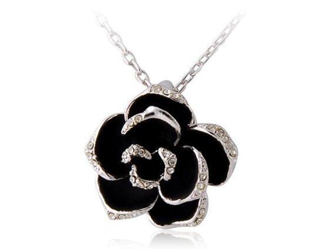 Náhrdelník s přívěskem černé růže 1