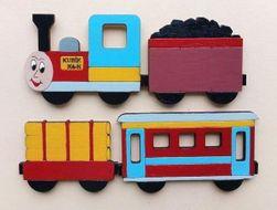 Ručně malovaný dřevěný vláček s magnety
