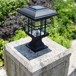 Elegáns kivitelű kültéri napelemes lámpa