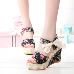 Sandale cu talpă