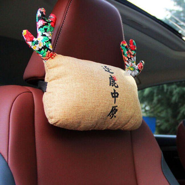 Polštářek s parůžky na opěrku hlavy v autě 1