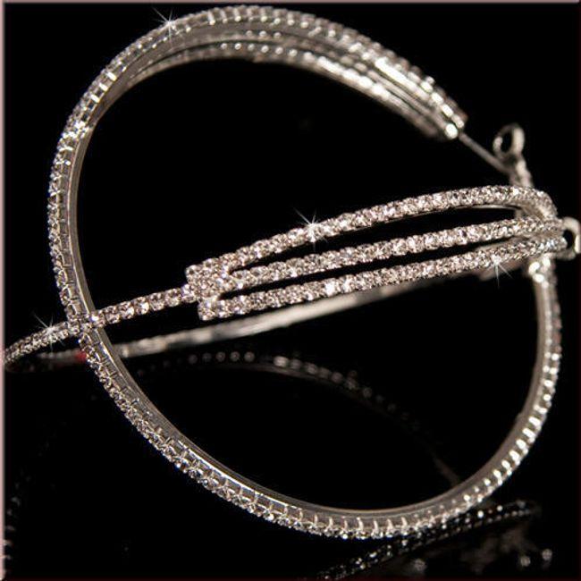 Kruhové náušnice zdobené třpytivými kamínky 1