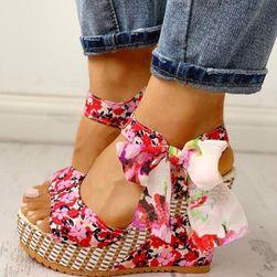 Dámske topánky na kline Ema