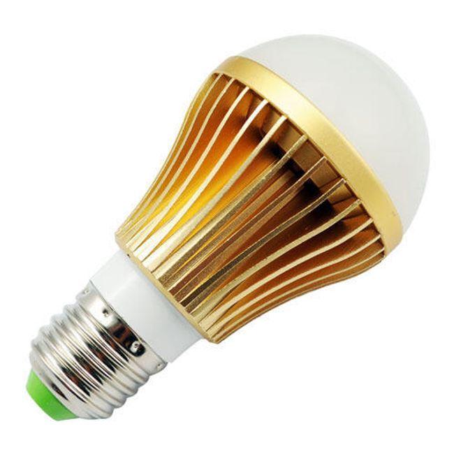 Úsporná 5W LED žárovka s hliníkovým chladičem, svítivost 450-500lm, odpovídá běžné 60W žárovce 1