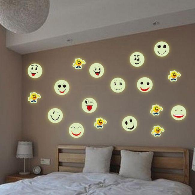 Svítící samolepka na zeď ve tvaru smajlíka 1