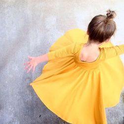 Dívčí šaty se širokou sukní