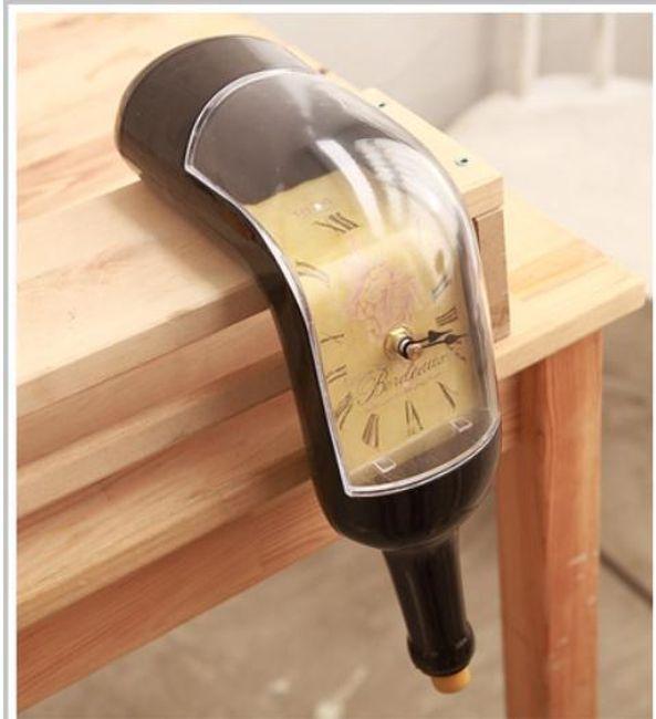 Stylové hodiny ve tvaru láhve 1