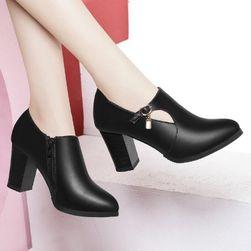 Dámské boty na podpatku Rn45