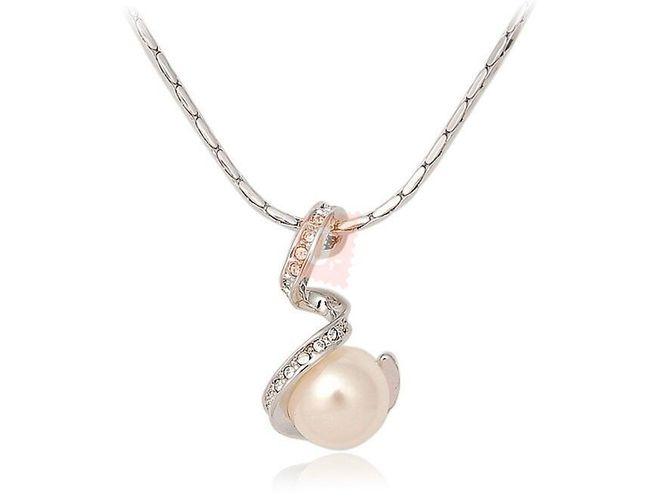Náhrdelník s perlou zdobenou kamínky - stříbrná barva 1