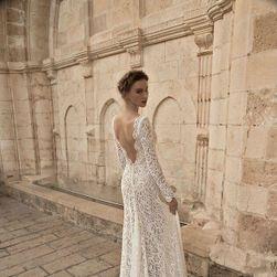 Rochie de nuntă cu trenă lungă