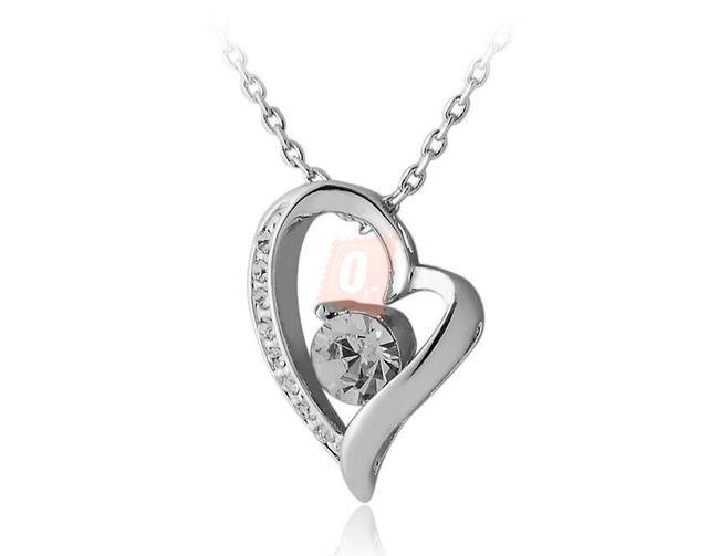 Elegantní náhrdelník s nepravidelný srdíčkem - stříbrná barva 1