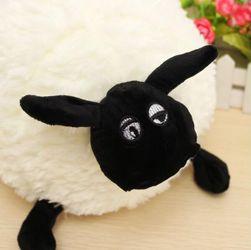 Подушка в виде овечки - белого цвета, короткошерстная