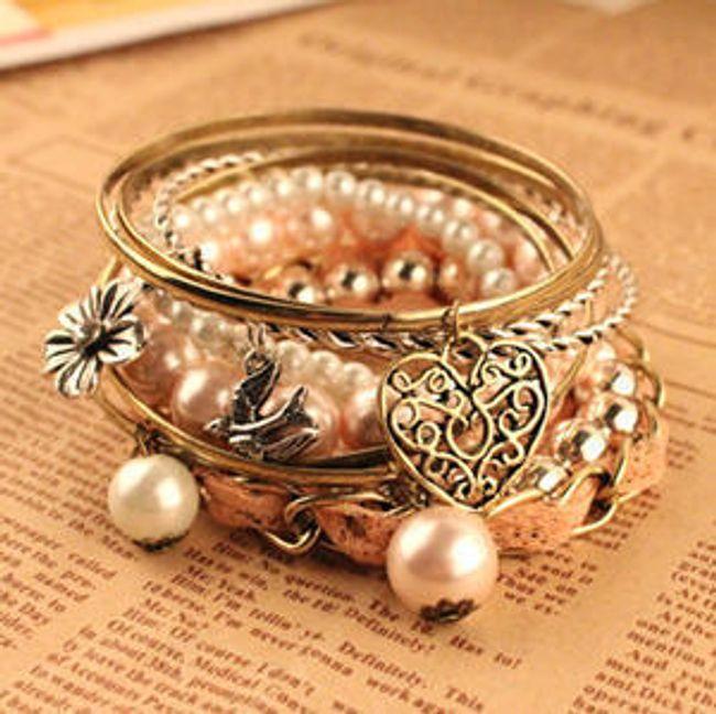 Multi-náramek s mašličkou, přívěsky a perlami 1