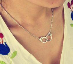 Ženska ogrlica sa lisicama