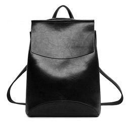 Městský elegantní batoh v imitaci kůže - černá barva