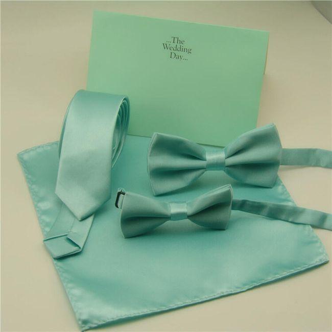 Nyakkendő  csokornyakkendő vagy zsebkendő kék színű.