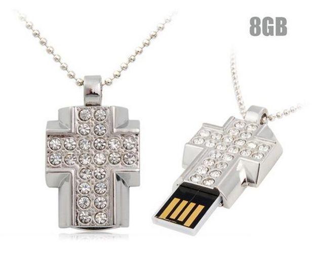 8GB Flashdisk - přívěsek křížek zdobený třpytivými kamínky 1