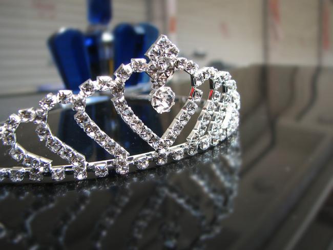 Čelenka pro princeznu zdobená třpytivými kamínky 1