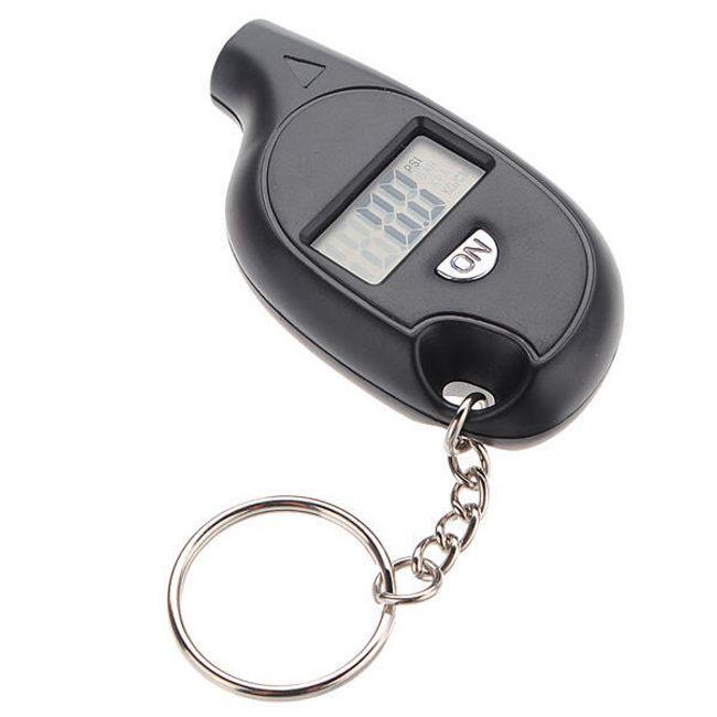 Digitální tlakoměr na měření tlaku v pneumatikách auta 1