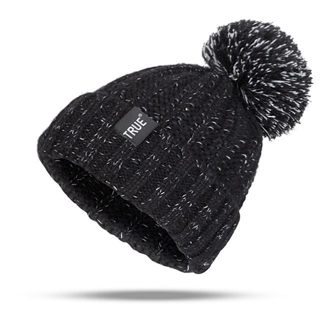 Női téli kalap pompommal - 2 szín