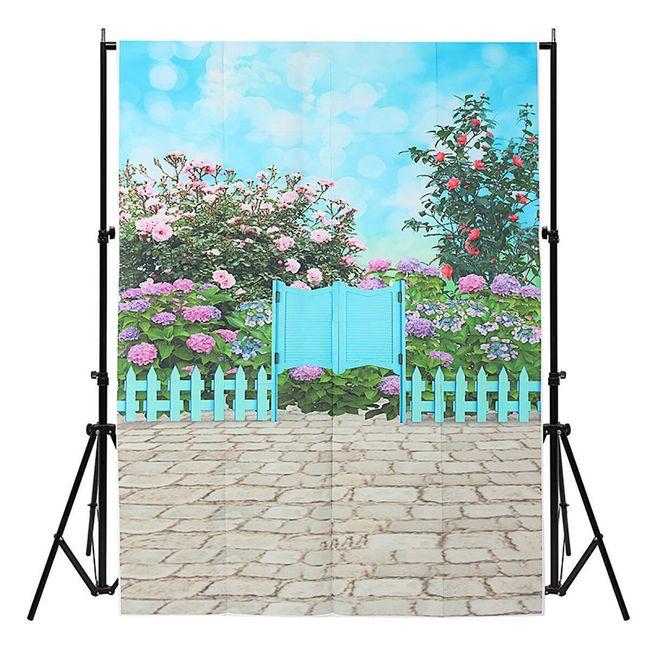Ateliérové fotopozadí 1 x 1,5 m - Modrá branka do rozkvetlé zahrady 1
