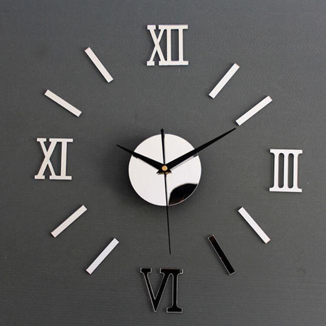 Stenska ura z rimskimi številkami 1