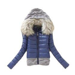 Téli kabát prémes gallérral és kötött